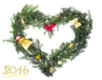 从冷杉心脏的分支形状的圣诞节框架与黄色12月的 库存照片