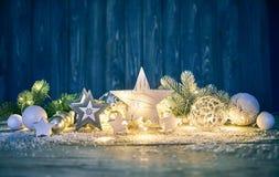 冷杉木玻璃球诗歌选的圣诞节装饰 库存照片