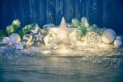 冷杉木玻璃球诗歌选的圣诞节装饰 免版税图库摄影