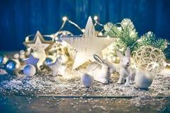 冷杉木玻璃球诗歌选的圣诞节装饰 库存图片
