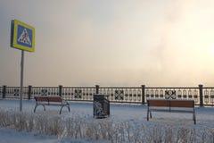冷淡和有雾的日落 免版税库存图片