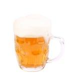 冷淡的杯与裁减路线的低度黄啤酒 库存图片