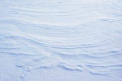 冷淡雪表面 抽象纹理是柔软光滑的雪 柔和的冷的颜色 闪耀的雪花松弛看法  免版税库存图片