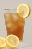 冷玻璃杯冰茶 库存照片