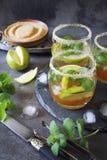 冷的刷新的柠檬水mojito三块玻璃  库存照片