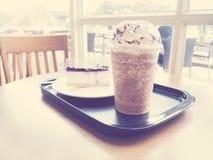 冷的巧克力咖啡圆滑的人饮料 免版税库存照片