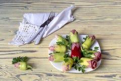 冷的开胃菜用烟肉和香肠 库存图片