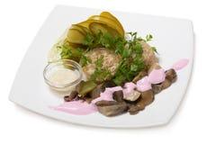 冷的开胃菜用被结冻的肉和烂醉如泥的蘑菇 免版税库存照片