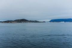 冷的朦胧的早晨在纳诺塔利克,格陵兰 免版税库存图片