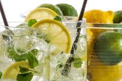 冷的柠檬饮料为夏天 免版税图库摄影