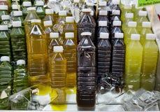 冷的热带水果汁的分类在瓶的 免版税图库摄影