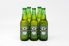 冷的瓶海涅肯储藏啤酒 库存照片