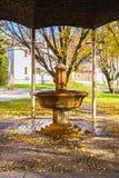 冷的矿泉水春天亭子在小西部漂泊温泉镇Marianske Lazne Marienbad -捷克 库存图片