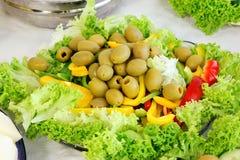 橄榄色的庭院沙拉 免版税库存照片