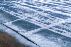 冷的蓝色熔化的冰 图库摄影