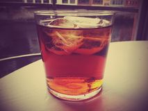 冷的饮料,冰,寒冷,玻璃,桌,河 库存照片