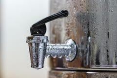 冷的饮用水钢罐龙头  图库摄影