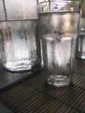 冷的水的关闭玻璃  库存图片