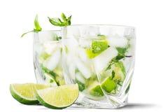 冷的mojito饮料,酒精被隔绝的杯  图库摄影