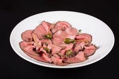冷盘板材用雀跃 在一块板材的切口肉用雀跃 库存图片