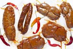 冷盘 干蒜味咸腊肠的各种各样的类型:sopressata,加调料的口利左香肠, nd 库存照片