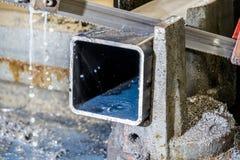 水冷看见了切口钢 免版税库存照片