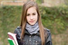 冷静时兴的户外女孩学员年轻人 免版税图库摄影