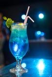 冷静蓝色的鸡尾酒 库存照片