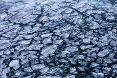 冷冻贝加尔湖的浮冰在12月 免版税库存图片