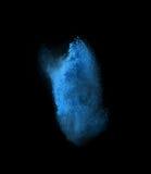 冷冻爆炸蓝色粉末的行动,被隔绝 免版税图库摄影
