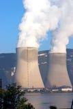 冷却的核塔 免版税库存照片