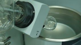 冷却的烧瓶一个化工设备 影视素材