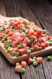 冷冻红萝卜和豌豆 库存图片