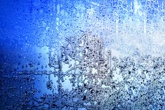 冻冬天窗口,玻璃与冷淡的样式、树冰纹理、雪花,新年或圣诞节装饰品横幅的,边界 免版税库存图片