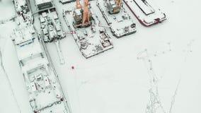 冻海口,冬天停泊处船,直升机射击 股票录像
