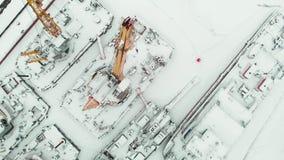 冻海口,冬天停泊处船,直升机射击 股票视频