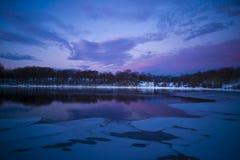 冻湖蓝色 库存照片