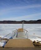冻结湖的小船码头 免版税图库摄影