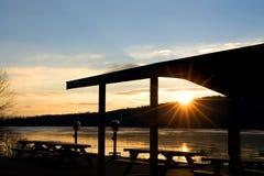 冻结的湖日出 库存图片