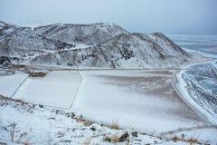 冻贝加尔湖的遥远的公共 免版税库存照片