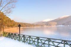 冻Abant湖在Golcuk国家公园在博卢,土耳其 免版税库存照片