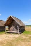 净小屋大约1920年在拉脱维亚的民族志学露天博物馆 库存照片
