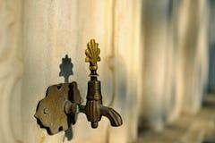 洗净液轻拍日期由黄铜制成 免版税库存图片