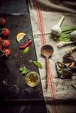 准备一道食家美味淡菜开胃菜 免版税库存图片