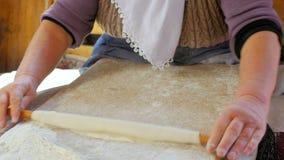 准备传统食物, gozleme, safranbolu,火鸡的妇女 股票录像
