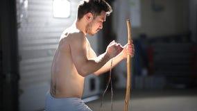 准备全国巴西仪器berimbau的年轻atletic人 影视素材