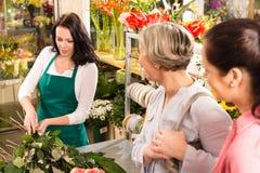 准备刻花界面采购员的新卖花人 库存照片