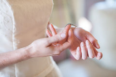 准备和穿戴新娘 库存图片