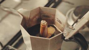 准备在咖啡喷泉的咖啡在火炉 影视素材
