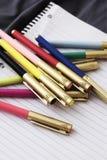 准备好一个小组色的笔回到学校,办公室或者创造艺术 图库摄影